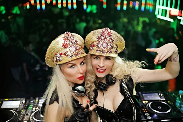 BLONDZ project fly in for Vibes Club at Trec