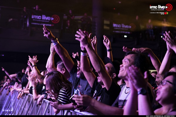 Concert Review: How U.S Band Extreme Rocked Kuala Lumpur - The City List KL. Picture of crowd