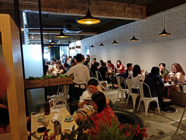 Full House inside at 103 Coffee Workshop, Sri Petaling | Kuala Lumpur Best Cafes Review 2018