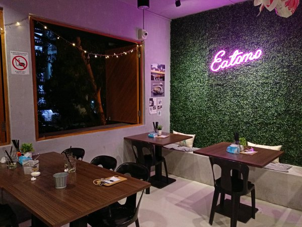 Inside and sign at Eatomo, Taman Desa Review | Kuala Lumpur Best Restaurant Review 2018