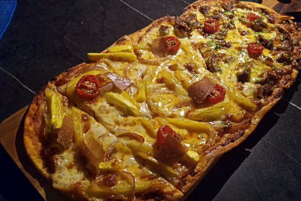 Knowhere Bangsar, Kuala Lumpur Bar and Restaurant Review Half and half pizza